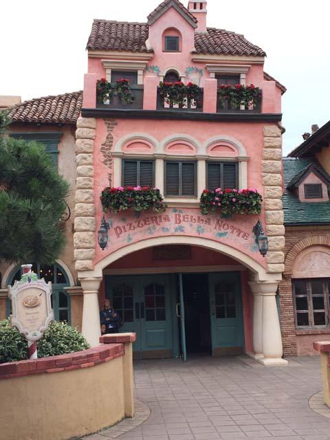 Curiosità e piccoli segreti al Disneyland park - Pagina 3 03a90f