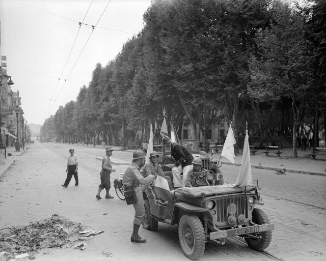 [CDA] Nicolus - Français de l'armée de Lattre  11fis8