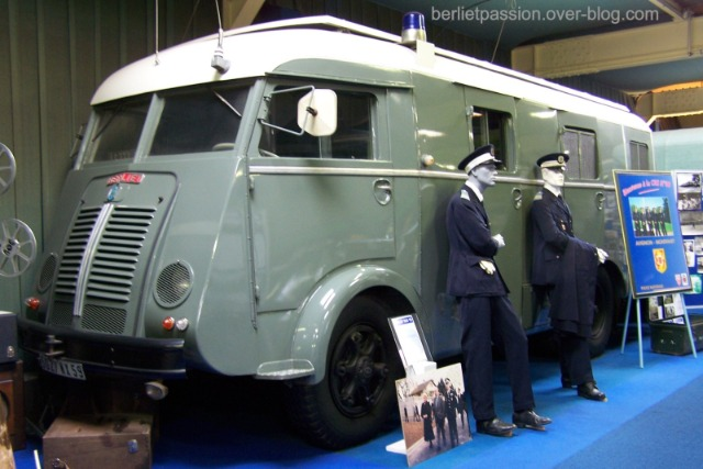 N°16- Berliet GLB R 19 Aérazur Car de commandement C.R.S - Page 2 19lc81
